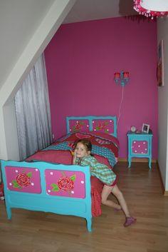 Brocante bed in felle kleuren. ( Happykidsart)