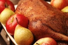 Гусь запеченный в духовке, гусь в духовке рецепт, как приготовить гуся в духовке, как запекать гусь в духовке, запеченный гусь рецепт, гусь запченный с яблоками рецепт, гусь запеченный с яблоками и черносливом рецепт, гусь с яблоками рецепт, как приготовить мягкого гуся, маринование гуся
