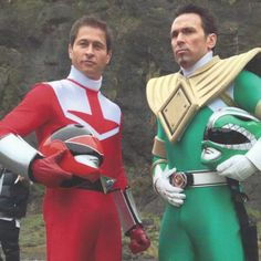 This is awesome! My two favorite Power Rangers together in one picture. I'm so happy that both Jason David Frank and Jason Faunt are returning for Power Rangers Super Megaforce. I've had a crush on both of them for years. Power Rangers Names, Go Go Power Rangers, Jason David Frank, Power Rangers Cosplay, Power Rengers, Tommy Oliver, Green Ranger, Mighty Morphin Power Rangers, Having A Crush