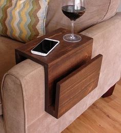 Couch table simply awesome couch sofa arm rest wrap tray table with side storage slot projects cool couches couch table arm rest table under couch table diy Arm Rest Table, Cool Couches, Woodworking Projects Diy, Teds Woodworking, Youtube Woodworking, Woodworking Machinery, Home Projects, Pallet Projects, Diy Furniture