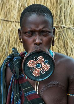 A mursi tribeswoman wearing a traditional lip-plate, Omo v… | Flickr