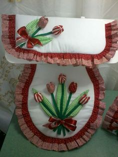 TULIPANES ROJOS Diy And Crafts, Arts And Crafts, Toilet Paper Roll Crafts, Ideas Hogar, Craft Organization, Bathroom Sets, Crochet Accessories, Diy Projects, Quilts