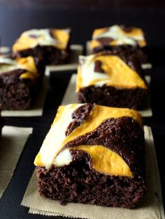 Pumpkin Cheesecake Swirled Brownies are the Perfect Fall Treat! Such a delicious brownie recipe for this time of year! Fall Desserts, Just Desserts, Delicious Desserts, Yummy Treats, Sweet Treats, Dessert Recipes, Yummy Food, Cheesecake Swirl Brownies, Jars