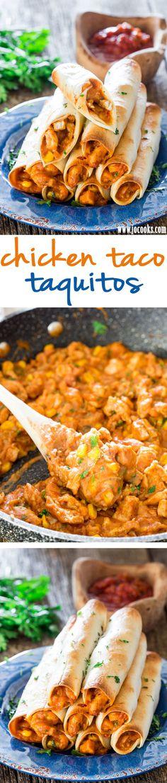 Kuřecí Taco Taquitos - tyto báječný kuřecí taquitos se pečou, ale stále sýrový a naloženo s chutné dobroty!  Ideální pro aperitiv, svačinu nebo dokonce oběd.