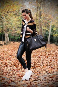 #fashion #fashionista Irene pantaloni di pelle e foglie autunnali
