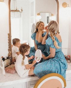 Anyone else over wax their eyebrows in the Whoops 🤦🏼♀️ I started using RevitaBrow Advanced last year and it has thankfully helped… Mother Daughter Pictures, Mom Daughter, Mother And Child, Mom And Baby, Mommy And Me, Clarks, Summer Family Photos, Amber Fillerup Clark, Barefoot Blonde