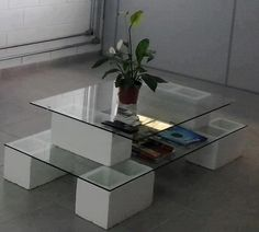 Cinder block and glass coffee table Cinder Block Furniture, Pallet Furniture, Cinder Blocks, Diy Home Crafts, Diy Home Decor, Diy Para A Casa, Wicker Dining Set, Glass Table, Decoration