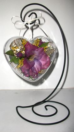 Lately we have been doing a lot of these little beauties. Ornaments are a fun and inexpensive way to preserve your flowers! We at Suspended in Time Flower Preservation would love to help you with any of your preservation needs! Call us at (801) 400 7900 for more information and to find a dealer near you.