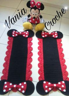 This Pin was discovered by Pam Crochet Books, Crochet Art, Cute Crochet, Crochet Flowers, Crochet Mickey Mouse, Minnie Mouse, Crochet Stitches Patterns, Stitch Patterns, Slipcovers For Chairs