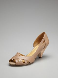 loving nude shoes lately, so impressive with a summer tan