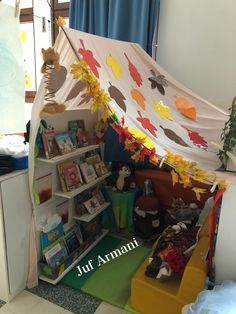 Classroom Layout, Classroom Design, Preschool Classroom, Preschool Activities, Class Displays, Library Displays, Autumn Display, Book Corners, Pre Kindergarten