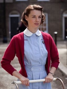 Just started watching Call The Midwife and the main character is so adorable!