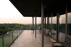 Image 5 of 27 from gallery of House on Cedar Hill / Cunningham Architects. Photograph by James F. Wilson & Mark McWilliams