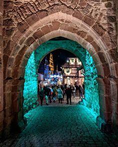 L'entrée médiévale de Riquewihr l'un des plus beaux villages de France  #Riquewihr #Alsace #Medieval #France #Noel #marchedenoel #Porte #Door #Gate #ChristmasMarket #Travel #Voyage Beaux Villages, Alsace, France, Photos, Instagram, Travel, Noel, Pictures, Photographs