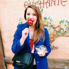 L'achat obligé chez Mickey: la petite  d'amour!  #food #pommedamour #sugar #apple #disney #disneylandparis #paris #mickey #waltdisney