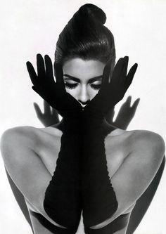 Yasmeen Ghauri by Herb Ritts