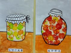 pots de conserve de fruits d'automne. Couper des pommes en 2 et les plonger dans la peinture qui laissent de très jolies traces sur la feuille à dessin. Découper des pots dans cette feuille de dessin et encrer les bords en noir. Peindre la partie basse d'une autre feuille en délimitant au marqueur noir. Dessiner et découper des couvercles pour les pots. Imprimer les lettres des prénoms. Coller le tout.