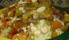 Le couscous borzguen est un plat typique de la région du Kef. Une recette qui atteste de la convivialité et de l'hospitalité de la maison qui vous accueille chez elle. Un couscous sucré-salé qui mélange fruits secs croquants et viande tendre. C'est un couscous de fête et de célébration. Un vrai délice !