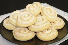 Retrográd: Kókusz csiga receptje -  de dióval is tökéletes Cake Recipes, Dessert Recipes, Desserts, Bread Dough Recipe, Onion Rings, Food And Drink, Coconut, Cookies, Baking