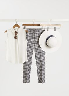 The perfect sightseeing ensemble? #HobbsLondon #summer #gingham #holidaystyle
