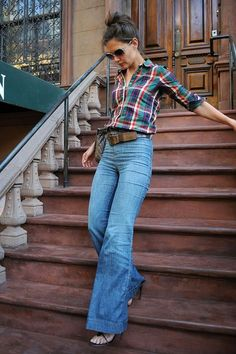 Katie Holmes: Style You Can Count On - Outfit Ideen Katie Holmes, Spring Fashion Outfits, 70s Fashion, Look Fashion, Fashion Quiz, Jeans Fashion, Petite Fashion, Winter Fashion, Fashion Tips