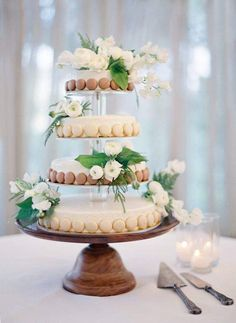 We die for this macaron wedding cake! It's pure perfection. Photographer: Jose Villa