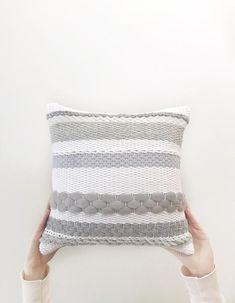 Weaving Projects, Weaving Art, Loom Weaving, Tapestry Weaving, Hand Weaving, Knitted Cushion Pattern, Knitted Cushions, Boho Cushions, Flower Pillow