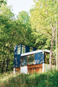A Stacked Cabin for a Steep Slope