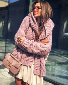 Cute outfit idea to copy ♥ For more inspiration join our group Amazing Things ♥ You might also like these related products: - Sweaters ->. Stylish Outfits, Cool Outfits, Fashion Outfits, Beautiful Outfits, Pull Torsadé, Gilet Long, Knitted Coat, Crochet Woman, Knitwear Fashion