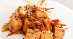 Uzené tofu na cibulce Chicken Wings, Pork, Veggies, Cooking, Ethnic Recipes, Sweet, Diet, Workout Meals, Carrot