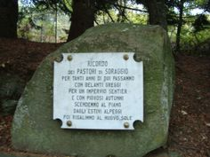 """Placa de honor para quienes fueron """"niños pastores""""en aquellos años.Caprignana.Prov. de Lucca."""