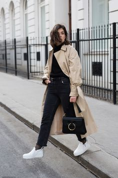 The Trench Coat is back for Spring 2017! Be prepared for Big buckles, off-shoulder silhouettes or knotted sleeves. You name it. I'm obsessed with