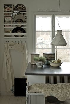 kitchen great plate rack combined with hooks - great idea for serving platters!