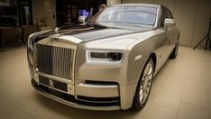 A new Rolls-Royce Phantom is big news. The latest, the Phantom VIII, is a significant step on from its predecessor, from the way it looks to the luxurious cabin. We donned our finest suits and headed to Rolls-Royce in Melbourne, Australia to take a closer look at the car.