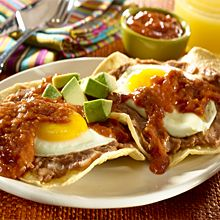 Huevos Rancheros are a classic Mexican breakfast that can happily be eaten morning, noon or night. Repin if you like breakfast for dinner!