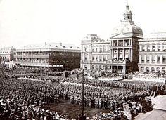 Op 5 Junie 1900 het Lord Roberts se soldate Pretoria ingeneem en die Britse vlag op Kerkplein gehys.  Met die inname van die Transvaal se hoofstad was die Britte oortuig die oorlog is gewen, min wetend dat dit nog vir 2 jaar sou duur.