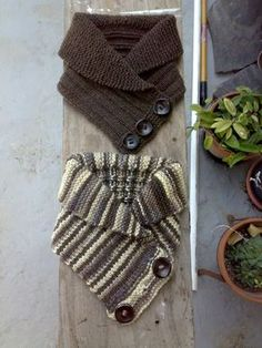 scaldacollo or scarflette.definitely need to come up with a crochet version. Knit Or Crochet, Crochet Scarves, Crochet Shawl, Crochet Crafts, Yarn Crafts, Knitting Projects, Crochet Projects, Knitting Patterns, Crochet Patterns
