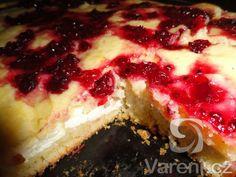 Recept Rychlý koláč s tvarohem - Na povrchu s rybízem ala brusinky.