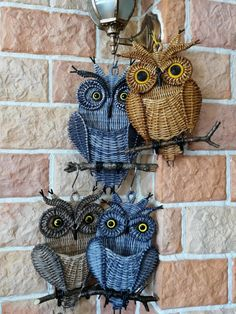 Newspaper Basket, Newspaper Crafts, Book Crafts, Fun Crafts, Diy And Crafts, Crochet Animal Patterns, Crochet Animals, Basket Weaving Patterns, Paper Furniture
