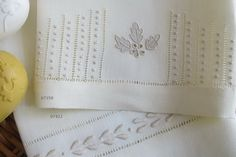 Linen hand towel embroidered with escada stitch, bastidos and garanitos. Hand Embroidered Factory and Shop. White Embroidery, Diy Embroidery, Embroidery Designs, Drawn Thread, Thread Work, Linen Towels, Hand Towels, Embroidery Supplies, Heirloom Sewing