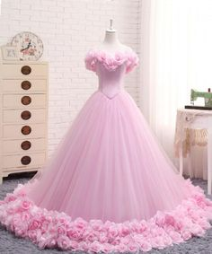 Elegant pink tulle prom gown wedding dress