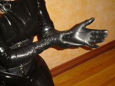 The glove fetishist : Photo