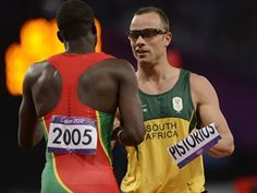 Oscar Pistorius and Kirani James exchange name bibs after the South African double amputee ends his time in the #Olympics in the 400m semifinal heat 8/5/12
