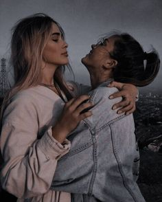 Best Friends Shoot, Cute Friends, Pelo Demi Lovato, Couple Pictures, Girl Pictures, Lgbt, Kylie Scott, Best Friends Aesthetic, Girl Friendship