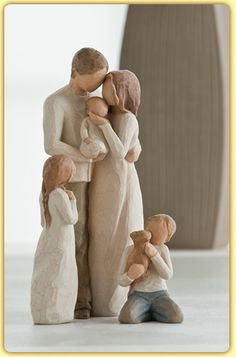 Family Groupings of Willow Tree hand-sculpted figures by Susan Lordi Parents with 3 childrenParents with 3 children<br> Willow Tree Statues, Willow Figurines, Sculptures Céramiques, Tree Sculpture, Willow Tree Familie, Willow Tree Engel, Willow Tree Figuren, Ard Buffet, Willow Creek