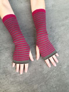 Arm Warmers Fuchsia Khaki Fingerless Gloves Striped Mittens Mitaines Mitones Merino Mohair Armstulpen Wrist Warmers Arm Sleeves by #deliriumkredens on #Etsy #fingerlessgloves #armwarmers  #fashion #handmade #merino #gloves #sleeves #striped