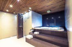 Etuovi, kylpyhuone, suihkujen asettelu, poreamme, luksus,