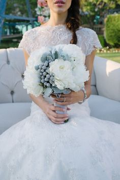 White, cream and gray flowers - My wedding ideas
