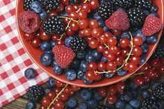Además de su agradable sabor y color, los frutos rojos son alimentos que pueden ofrecer grandes beneficios, por ello, a continuación dejamos cinc...