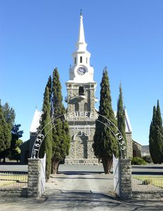 NG church in Sutherland, Western Cape. Church Building, Green Building, Church Pictures, Old Churches, Place Of Worship, My Land, Kirchen, South Africa, Cathedrals